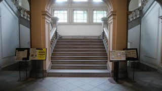階段前.jpg